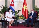 Le président Nguyên Xuân Phuc rencontre des amis cubains