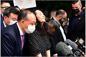 La dirigeante de Huawei quitte le Canada deux Canadiens libérés en Chine