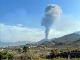 Canaries : après une brève interruption, le volcan crache à nouveau des cendres