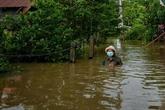 Des inondations font six morts et menacent Bangkok