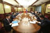 Le ministre des AE, Bùi Thanh Son, rencontre le vice-PM russe Dmitry Chernychenko
