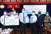 Des étrangers à Hô Chi Minh-Ville soutiennent la lutte anti-COVID-19