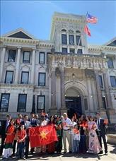 Fête nationale : drapeau vietnamien hissé à Jersey City (États-Unis)