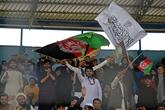 Les drapeaux afghan et taliban réunis le temps d'un match de cricket à Kaboul