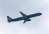 Le premier vol avec 100% des passagers vaccinés atterrit à Vân Dôn