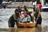 Des soldats au secours de victimes des inondations