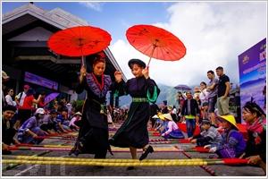 Danses des perches à Fansipan