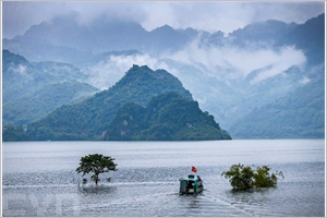 Le lac réservoir de Hoà Binh