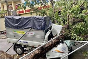 Le typhon Noul touche le Centre