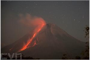 Le volcan Merapi entre en éruption