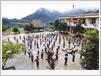 Un cours d'éducation physique au collège semi-internat des ethnies minoritaires Ly Tu Trong.