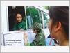 Lê Linh échange quelques mots avec sa mère avant son départ