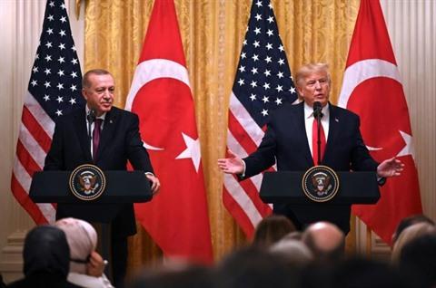Évasif sur la Syrie Trump loue le travail de son ami Erdogan