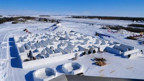 Au Canada le plus grand labyrinthe de neige du monde attire les touristes