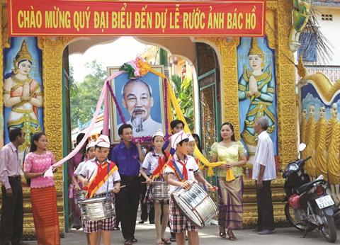 Les Khmers de Hâu Giang de tout cœur avec lOncle Hô