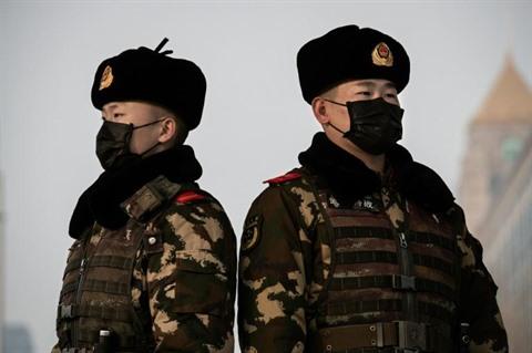 Angoisse croissante dans le monde un premier mort à Pékin