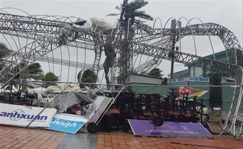 La tempête Molave frappe la côte du Centre