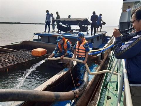 Des millions de litres deau potable transportées pour le delta du Mékong