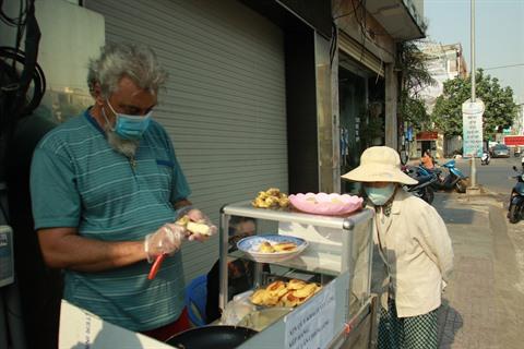 COVID-19  le petit commerce de rue dun touriste français resté au Vietnam