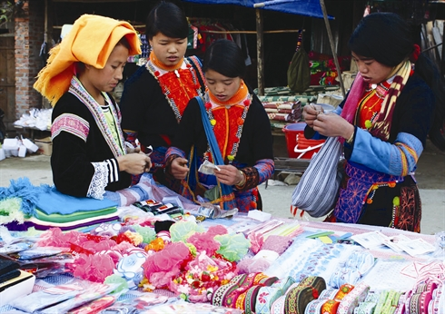 Au marché dominical de Dào San