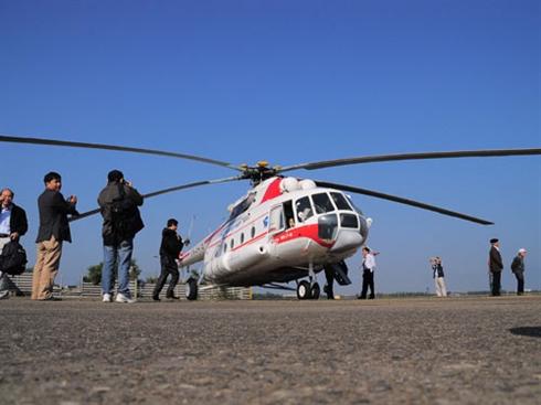 L'image d'un hélicoptère au service touristique