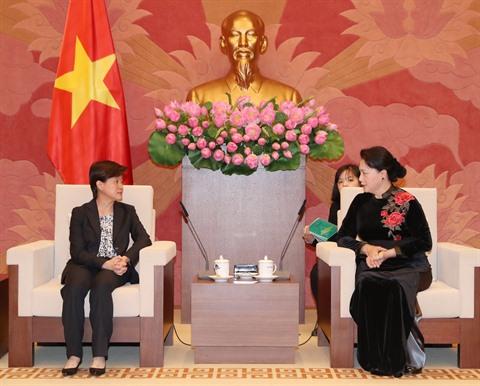 La présidente de lAN, Nguyên Thi Kim Ngân, reçoit lambassadrice de Singapour au Vietnam