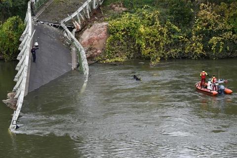 Pont effondré près de Toulouse : deux morts