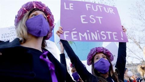 Des milliers de femmes se mobilisent dans le monde pour défendre leurs droits