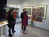 Deux artistes, deux pays, une passion : la peinture sur tissus