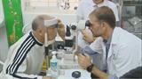Deux ophtalmologues suisses en mission bénévole à Hanoï