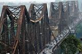 Le pont Long Biên, un des monuments historiques inoubliables de Hanoï.