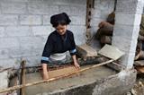 La confection du papier ban dans la province de Cao Bang
