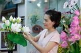 """L'artisane Huong Thuy, la femme qui fait """"fleurir la terre"""""""