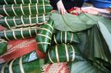 Le bánh chưng gù, une spécialité des Tày dans le district de Van Bàn