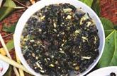 Un potage original cuit dans les tiges de bambou des Mnông