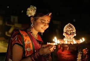 Le festival des lumières Diwali illumine Hanoï