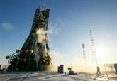 Une fusée Soyouz senvole vers lISS avec trois astronautes à bord