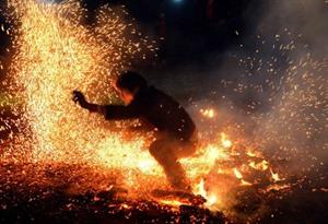 Hà Giang : La fête du saut au-dessus du feu des Pà Then