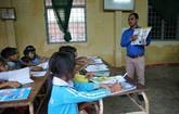 Il donne des cours d'anglais gratuits aux élèves K'Ho