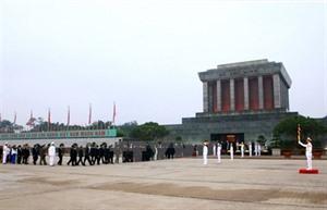 Têt du Chien : plus de 18.000 visiteurs au mausolée de Hô Chi Minh
