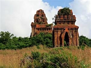 À lombre des tours cham à Binh Dinh, dans le Centre