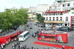Découvrir la nuit de Hanoï en bus à impériale à toit ouvert