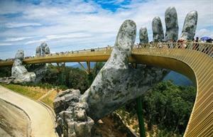 Les médias de masse étrangers font léloge du pont dOr à Dà Nang