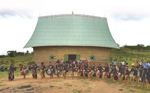 Deux hauts lieux touristiques de lethnie Bahnar à Gia Lai