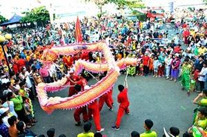 Le festival de Dinh Co accueille des dizaines de milliers de touristes