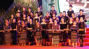 Clôture du Festival des minorités vivant dans les provinces frontalières Vietnam - Laos