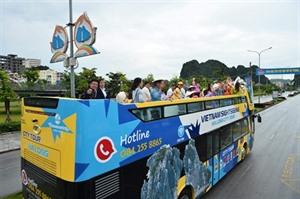 Quang Ninh lance des bus à impériale pour le tourisme