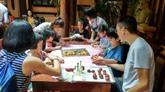 Un cours de cuisine sur la confection des gâteaux de lune à Hanoï