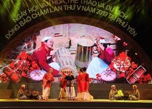 Clôture de la 5e Fête des Cham à Phu Yên