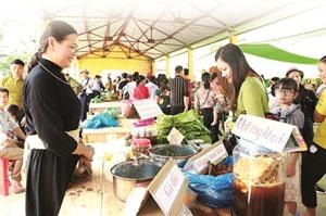Immersion culturelle à la foire de Hà Lâu
